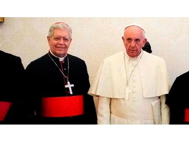 ¡AUNQUE ÉL SONRÍE COMO LA MONA LISA! / La cara del Papa Francisco al recibir a Urosa Savino en el Vaticano es azas expresiva