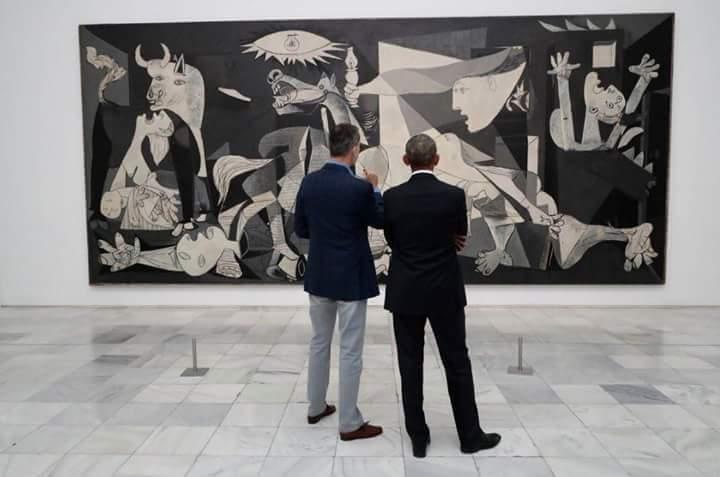 El rey parásito Felipe VI y el negro acomplejado y asesino de negros Obama se ríen de la famosa pintura de Picasso...