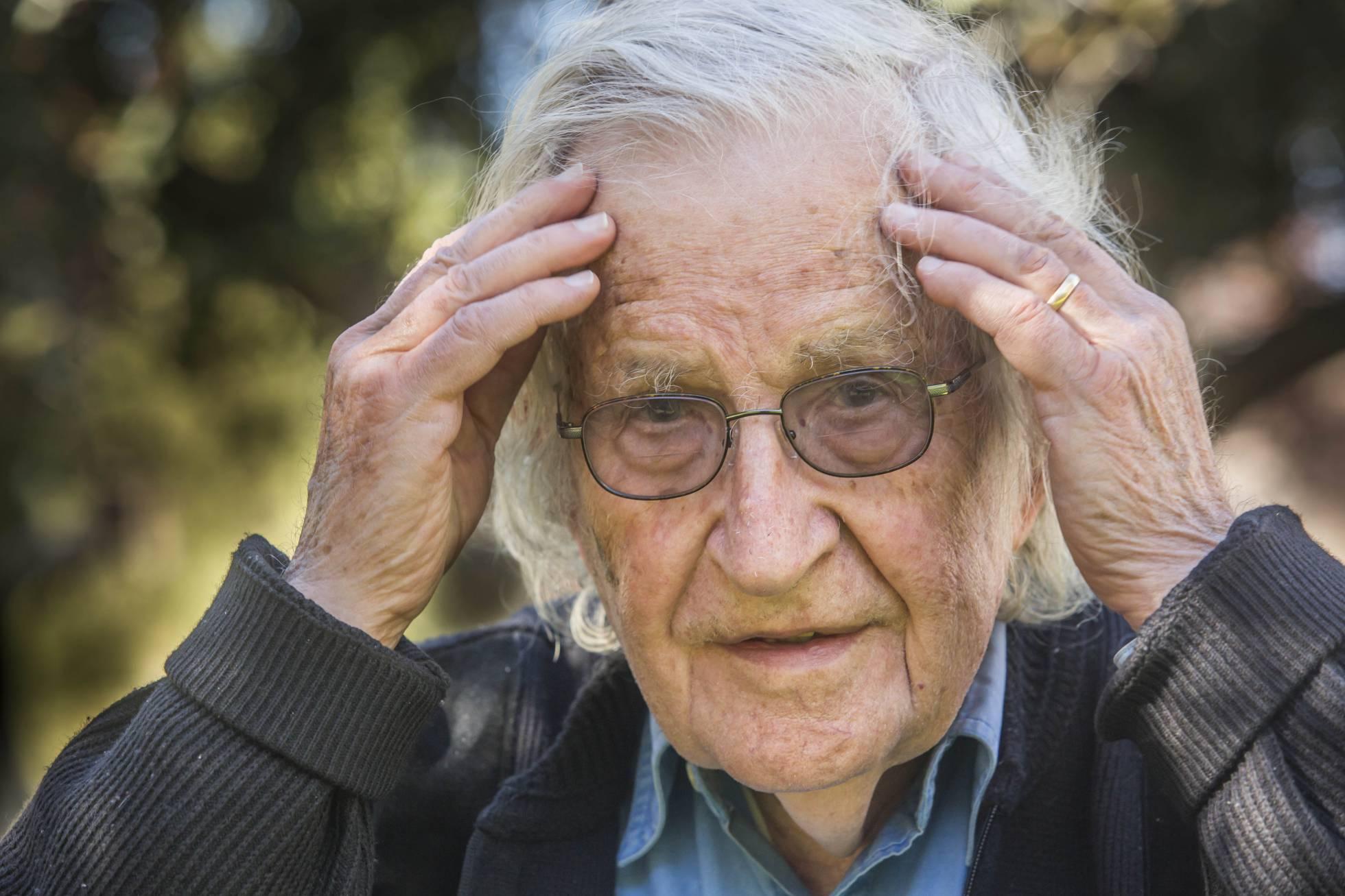"""Mierda!: Esto dice Chomsky: """"La gente ya no cree en los hechos"""""""