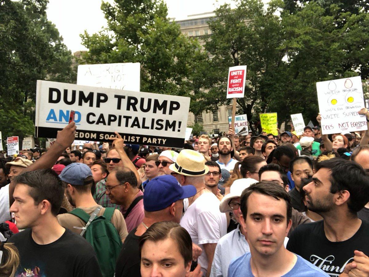Manada de locos fascistas se concentran en Washington para conmemorar lucha de los supremacistas blancos...