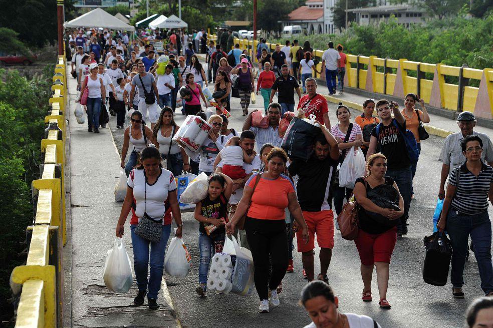 No olviden que a todos los medios del mundo se les exige sacar una nota diaria contra Venezuela, so pena de que se les suspenda la concesión que tienen...