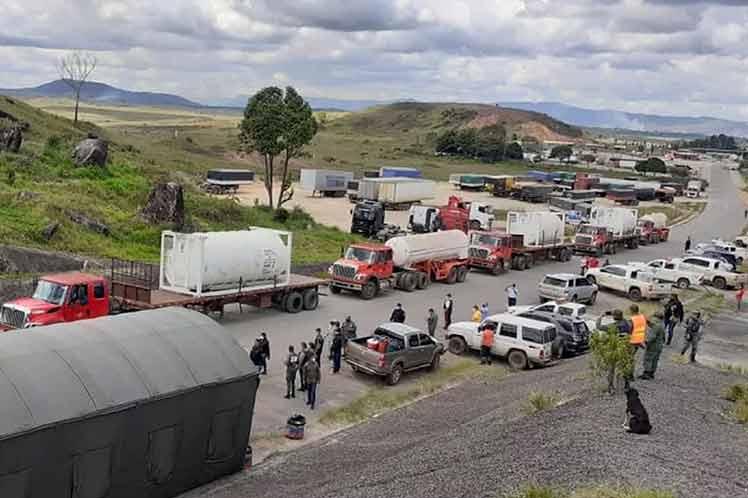 Ningún medio poderoso del mundo (oiga Dr. Goebbels de la @dw_espanol ) informa sobre los 136.000 litros de oxígeno, equivalentes a 14.000 cilindros individuales que Venezuela le está donando a Brasil ante la grave crisis sanitaria que padece en Manaos...